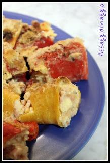 peperoni ripieni di mozzarella, emmental, prosciutto cotto e pane raffermo