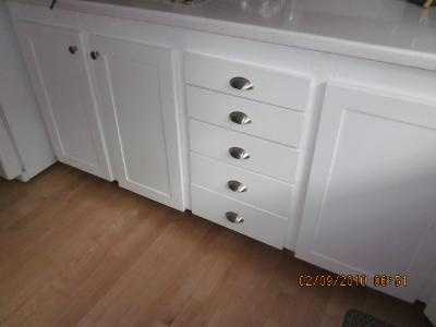 good knobs on these shaker cabinets- drawers next to doors