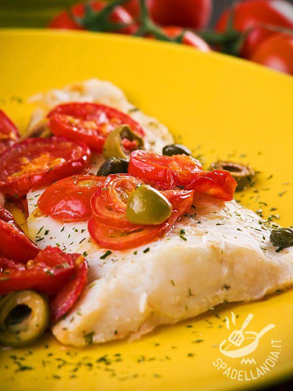 Red snapper baked in Mediterranean - Il Dentice al forno alla mediterranea è un piatto che porta sulla tavola tutto il profumo del mare e gli aromi più squisiti del Mediterraneo. Provatelo! denticeallamediterranea