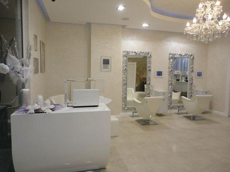 Oltre 25 fantastiche idee su saloni di parrucchieri su for Arredamento vezzosi