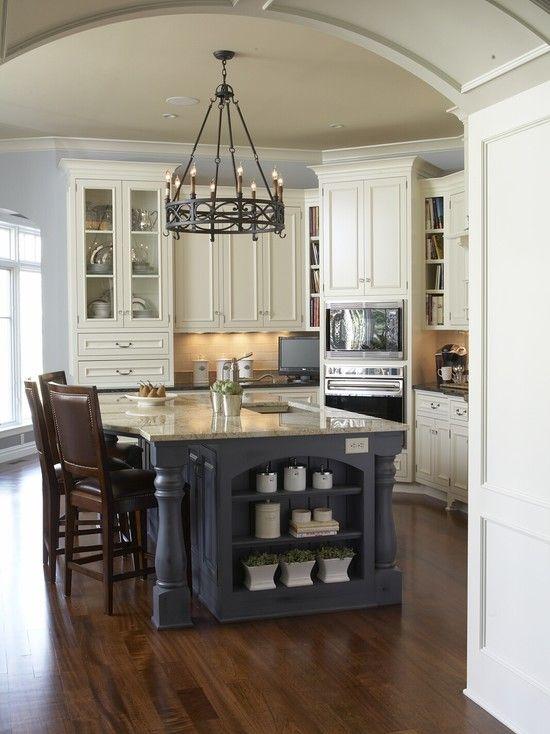 island shelves: Decor, House Ideas, Traditional Kitchens, Color, Kitchen Design, Light Fixture, Kitchen Ideas, Kitchen Islands