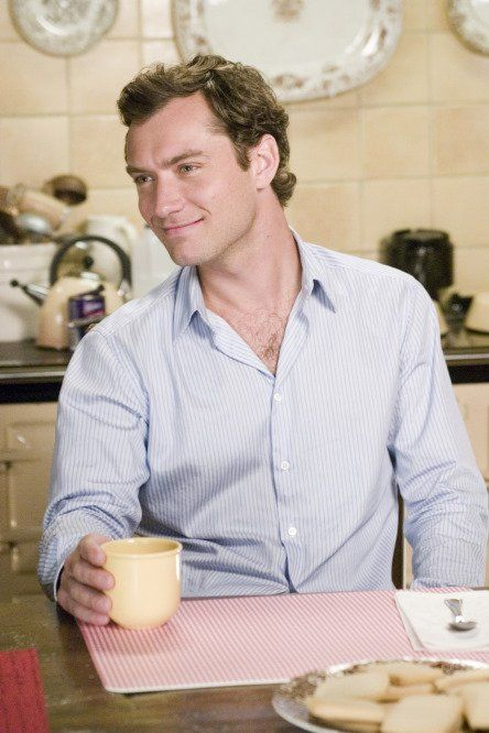 jude law in the holiday = near perfection. Had to be one of my favorite movies EVER!!!!!!!!!!!!!!!!