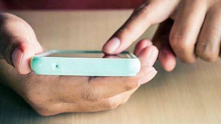 Pessoa usando smartphone