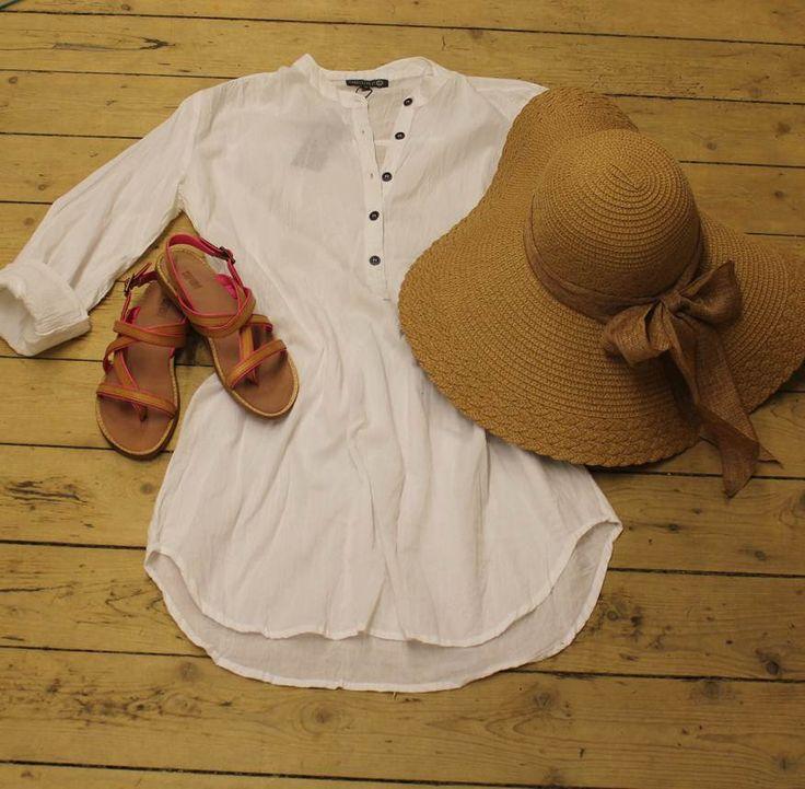 MUSTHAVE SKJORTE Sæt den sammen med et par fede sandaler, en kæmpe solhat og dine slidte denim shorts.  Find det på www.tankestrejf.dk
