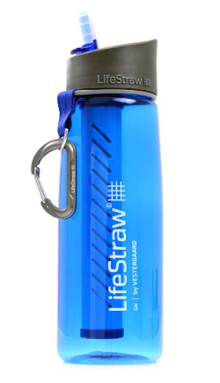 Drikkeflaske som inneholder det prisbelønnede LifeStraw® hulfiberbaserte rensefilteret. Denne vannflasken gir effektiv vannrensing uten kjemikalier. LifeStraw® Go er en vannflaske som gjør det trygt å fylle drikkevann når du er på farten. Fylle vann f...
