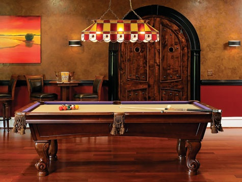 Merveilleux Pool Table On Hardwood Floor With Tiffany Light