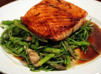 10 consejos alimenticios para cuidar el tiroides. Entre ellos, el consumo de pescado, claro está.