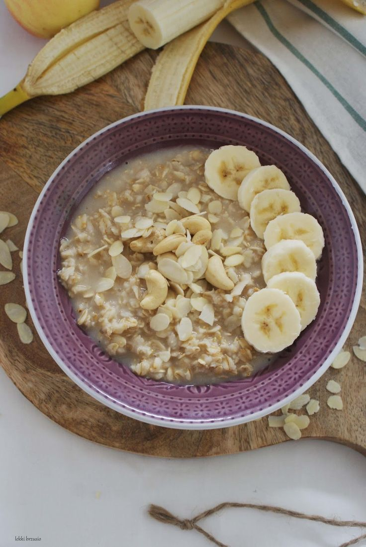 Owsianka to w moim mniemaniu śniadanie, które z jednej strony jest szybkie do zrobienia, a z drugiej strony kojarzy się jednak ze śniadaniem...