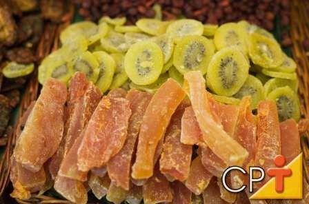 - Frutas secas ou cristalizadas: figo, pêssego, ameixa, damasco e maça, por exemplo, significam sorte e fartura para o próximo ano.