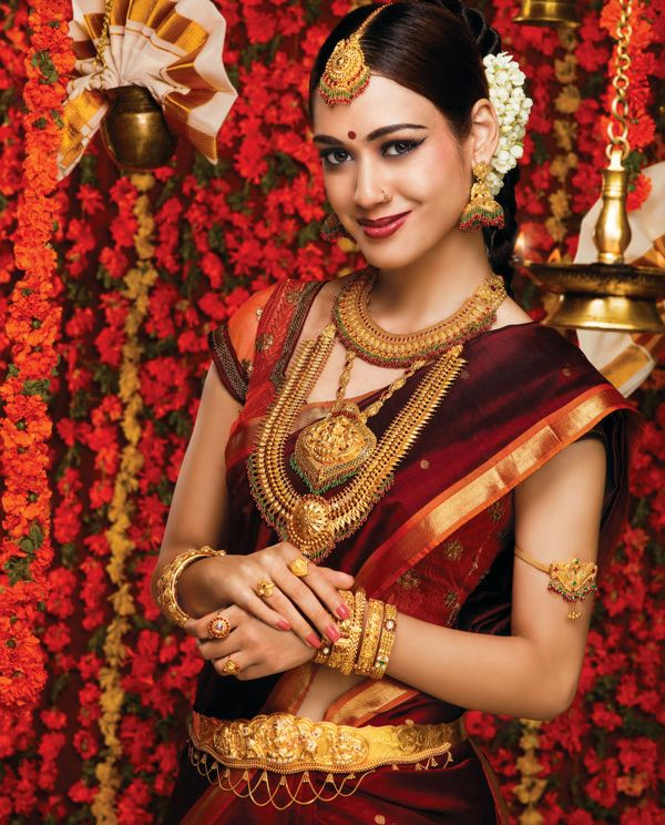 I love the contrast between the deep maroon and rich gold of the jewellery. If you opt for statement jewellery, then you may chose a simple hair design :-)