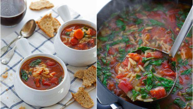 Tato polévka je to pravé pro vegetariány. Díky těstovinové rýži orzo navíc skvěle zasytí!
