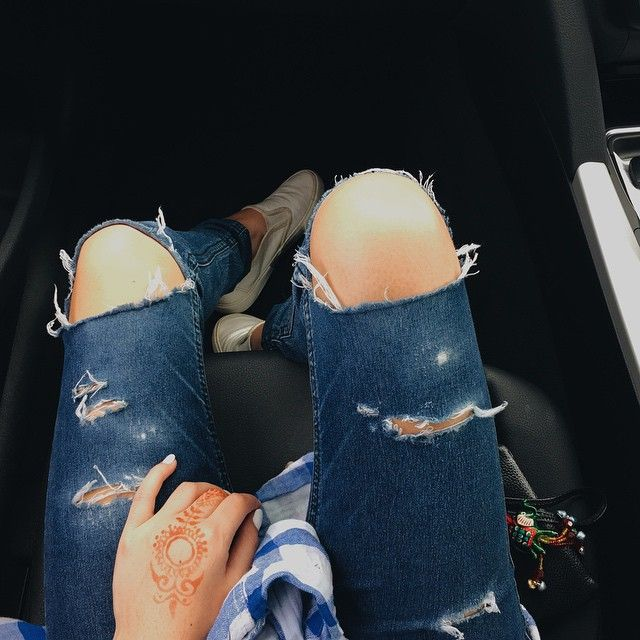 DIY distressed jeans. Learn more on my blog:  http://josieeposie.tumblr.com/post/96550148538/diy-distressed-jeans-this-was-possibly-the