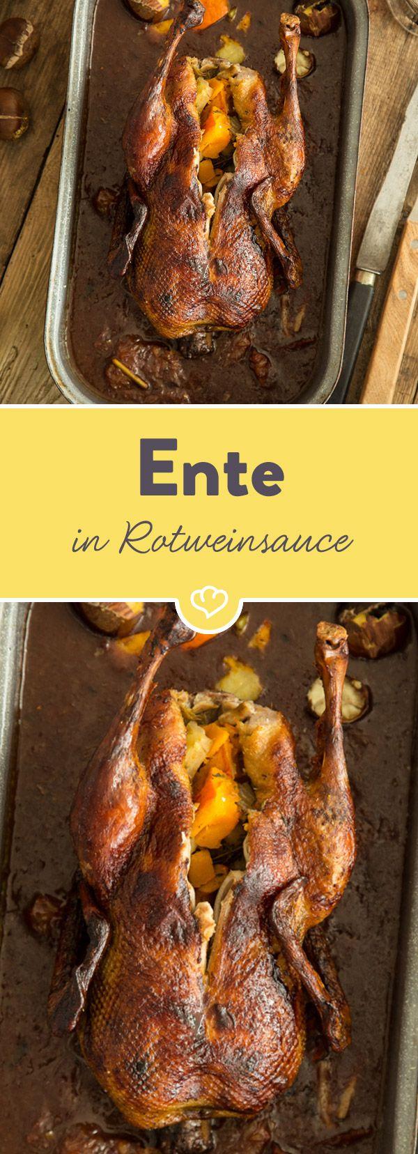 Da kann der Weihnachtsabend kommen. Mit dieser knusprigen Ente in leckerer Rotweinsauce begeisterst du Familie und Freunde mit Sicherheit!