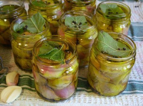 E veniamo a due grandi cassici della nostra tradizione culinaria: i carciofini sott'aceto e i carciofini sott'olio. Ecco come prepararli. CARCIOFINI SOTT'ACETO Ingredienti: 1 chilo di carciofi aceto bianco quanto basta alcuni chiodi di garofano 2 foglie di alloro 1 limone olio di oliva quanto basta qualche grano di pepe Preparazione dei carciofini sott'aceto Togliere [...]