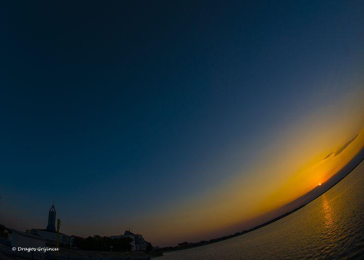 Apus de soare pe Lacul Morii