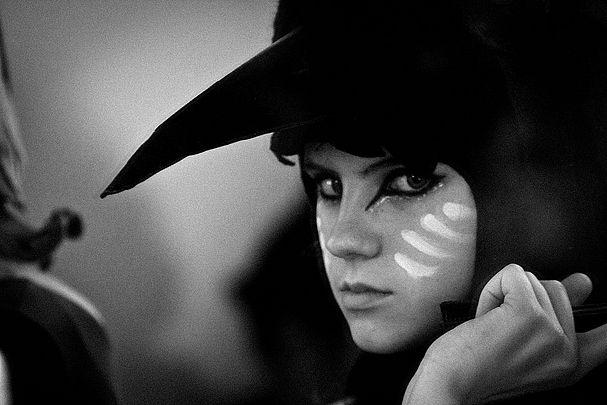 Kara Hayward as Suzy - Moonrise KingdomHalloween Costumes, Wes Anderson, Moonri Kingdom, Black White, Ravens Costumes, Moonrise Kingdom, Birds, Costumes Ideas, Moonrisekingdom