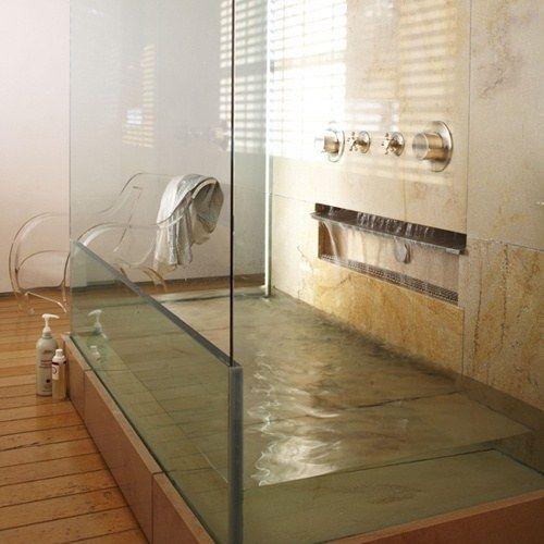Una tina de vidrio | 29 Ideas que sin duda necesitas para remodelar tu futura casa