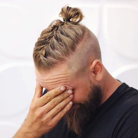 Blondes Haar Brotchen Geflochten Hochsteckfrisur Socke Manner