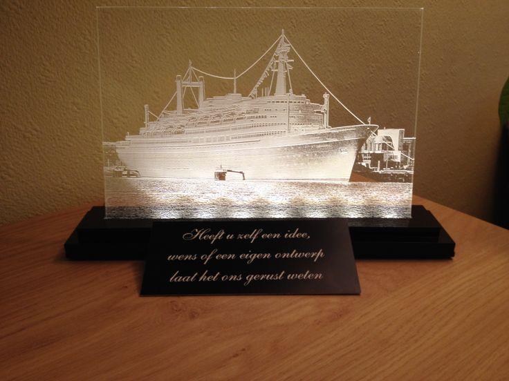 De SS Rotterdam met verwijderde achtergrond