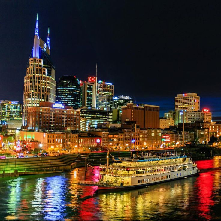 """A beautiful evening over the Cumberland River in downtown Nashville  #explore615 #nashvilletn  Photo by @ecriswell"""