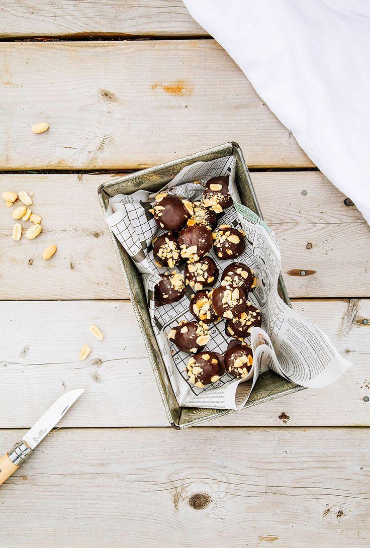 white + dark chocOlate peanut butter cookie dough bonbons