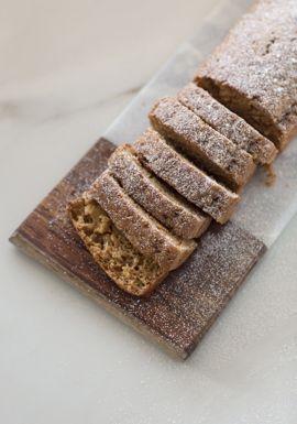Ce petit gâteau, spécialement créé pour ma filleule Charlize que vous pouvez voir dans la capsule Web, est une belle option pour un petit dessert, pour une collation ou encore pour servir le matin avec des fruits frais et du yogourt.