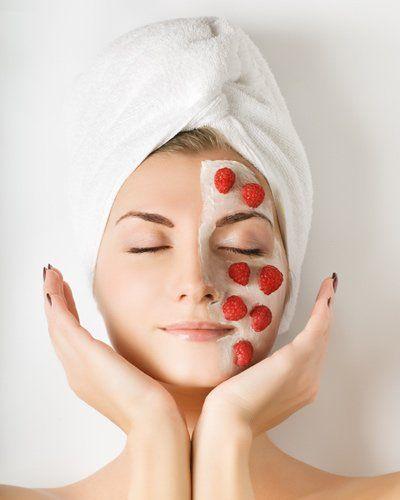 Erdbeer-Maske gegen Pickel selber machen - dafür braucht ihr Erdbeeren, Quark und Olivenöl