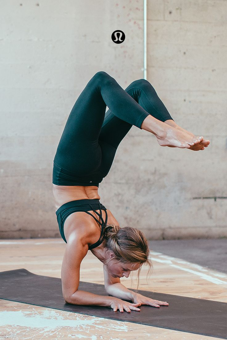 Scorpion pose is a beautiful balance of strength and vulnerability. It can be scary to go upside down, but itÍs such a powerful way to shift your perspective and tap into playfulness. At the same time, you've gotta be strong to float up gracefully and that all comes from inner strength and breath. Strength + vulnerability + breath and + play = a pretty powerful recipe for living.