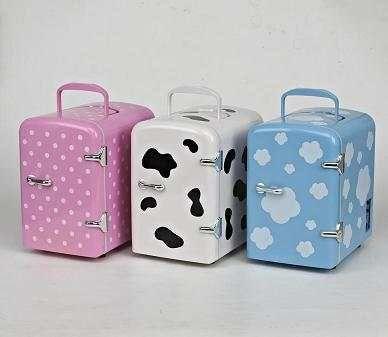 Car fridge mini cooler bag cosmetic refrigerator cow refrigerator warmer and cooler