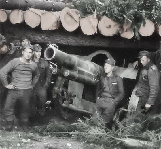 Finnish Army artillery piece and its crew, date unknown, pin by Paolo Marzioli