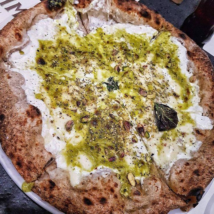 """""""Mi piace"""": 3,628, commenti: 38 - Italy Food Porn (@italyfoodprn) su Instagram: """"Impasto alla canapa con burrata, crema di pistacchi e granella di piastacchi 😍 Si volaaaaaaa cit.…"""""""