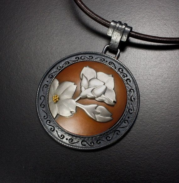 Flower design round pendant of silver and copper by KAZNESQ