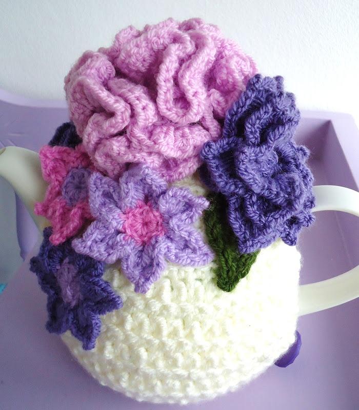 Knit or Crochet tea cozy! / tea cozy from Meme Rose