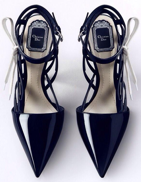 #Dior- strappy, pointed, slick black                                                                                                                                                      Mais