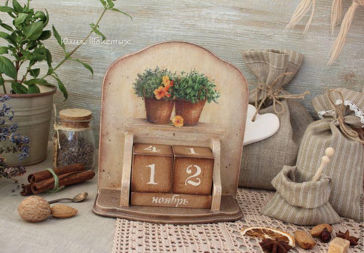 Купить или заказать Вечный календарь 'Пряные травы в горшочках' в интернет-магазине на Ярмарке Мастеров. Вечный календарь с изображением милых пряных трав в горшочках. Будет хорошим украшением Вашей кухни в стиле кантри .Декупаж,старение,матовый водный лак. Возможно изготовление на заказ с другим мотив…