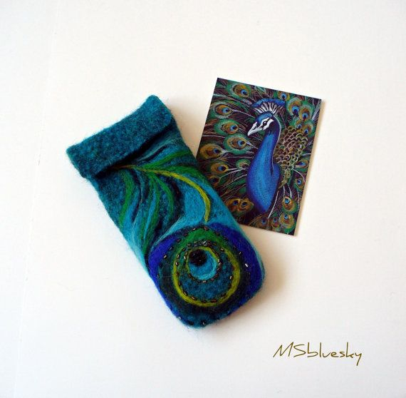 This artist really captured the essence of the peacock in her felted case.