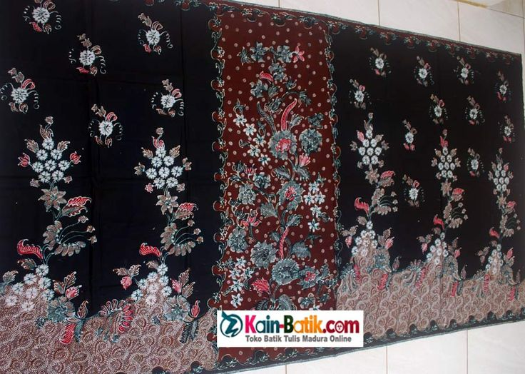 Sarung batik tumpal warna dasar hitam tumpal coklat. Motif batik madura dalam bentuk sarung bergambar bunga mekar berseri. Keindahan corak batik madura menyatu dalam sarung tumpal yang indah.  Ukuran : 200 x 105 cm, Berat : 220 gram, Bahan : Katun Primis. source: http://kain-batik.com