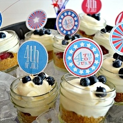 Red, White and Blue Pie in a Jar - A red, white chocolate, and blue pie in a jar--perfect for 4th of July and picnicking! Plus, a $60 Amazon gift card giveaway!: White Chocolates, Gifts Cards, Eating Pies, Blue Pies, In A Jars, 60 Amazons, Amazons Gifts, Gift Cards, Cards Giveaways