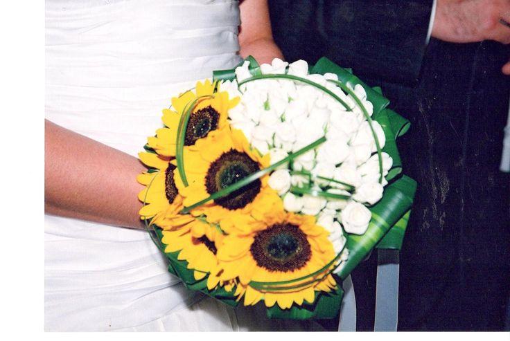 #unique#bridal#bouquet#sunflowers#white#roses
