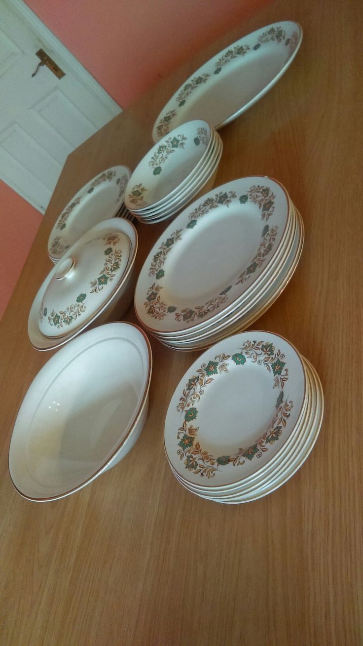 Absolutely delighted with this charity shop find. Incomplete Arklow dinner setting, so pretty.