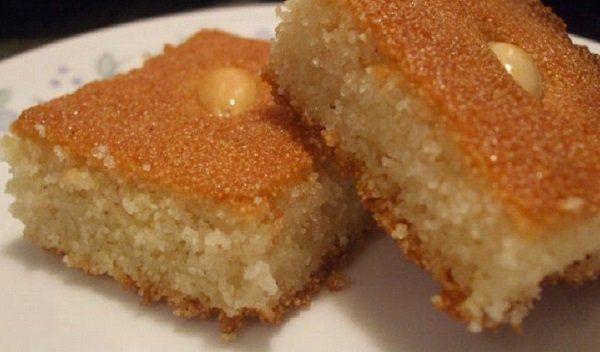 طريقة عمل الهريسة بالسميد الخشن طريقة Recipe Semolina Cake Semolina Cake Recipe Harissa Recipes