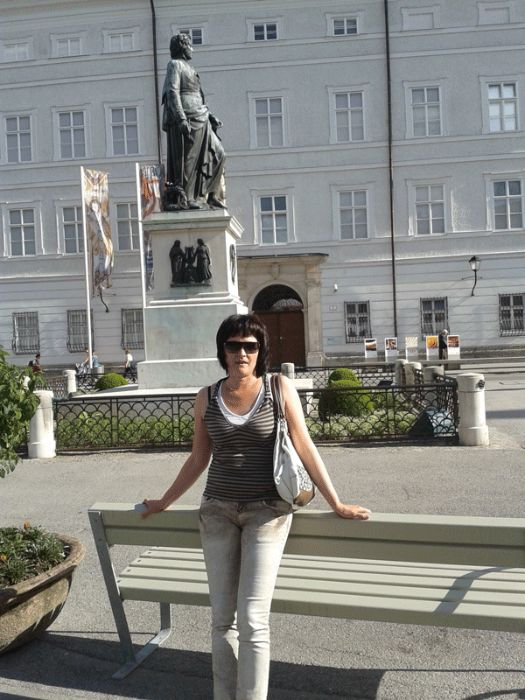 Я снова выиграла бесплатную стажировку в Австрии!: Памятник Моцарту в Зальцбурге (моя первая стажировка)