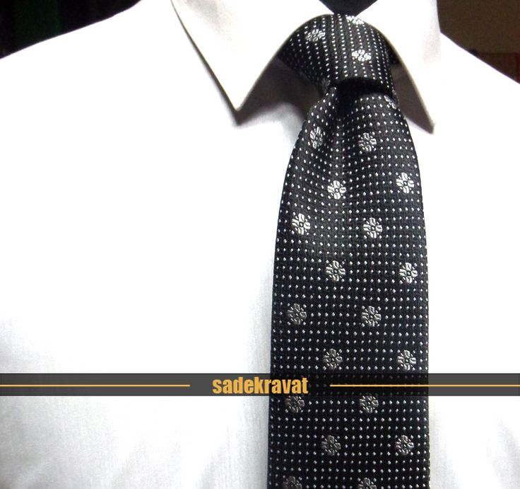 Siyah Gri Küçük Çiçek Desenli Kravat 5776 7,5 cm. Modern Orta Stil, Mikro Kumaş www.sadekravat.com/siyah-gri-kucuk-cicek-desenli-kravat-5776  #ipek #kravat #sadekravat #kahverengi #silk #kravatlar #kravatmodelleri #ipekkravat #tie #tieofday #pocketsquare #kravatmendili #kombin #mendil #yunkravat #ketenkravat