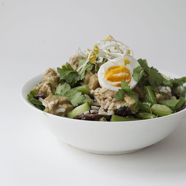 organic chicken gado gado salad // Spring Menu // by Wij Zijn Kees // www.ilovesla.com