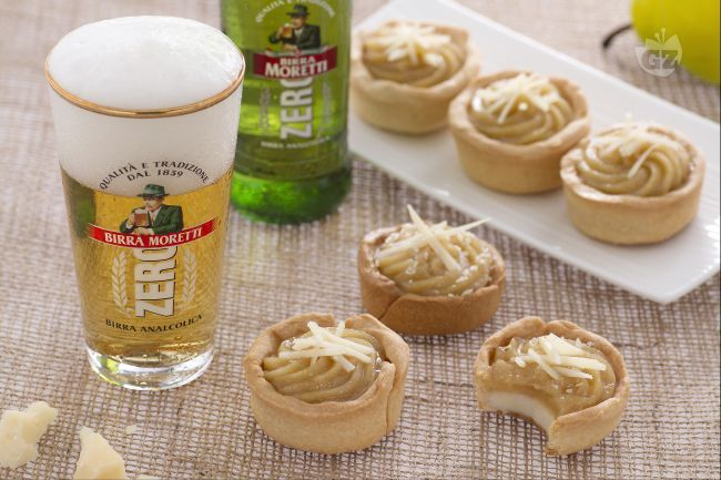I bicchierini alla birra con crema al parmigiano sono sfiziosi finger food…