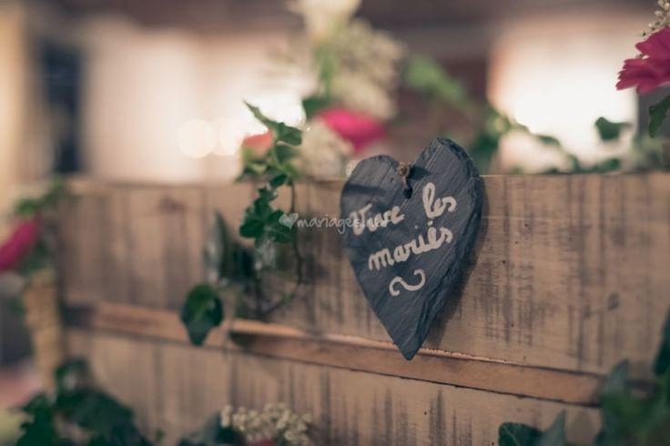 Ce qui fait toute la magie du mariage, ce sont aussi ces rituels qui entourent cette journée si particulière. Que vous soyez ou non pour un mariage traditionnel, voici différentes coutumes que vous adopterez peut-être.