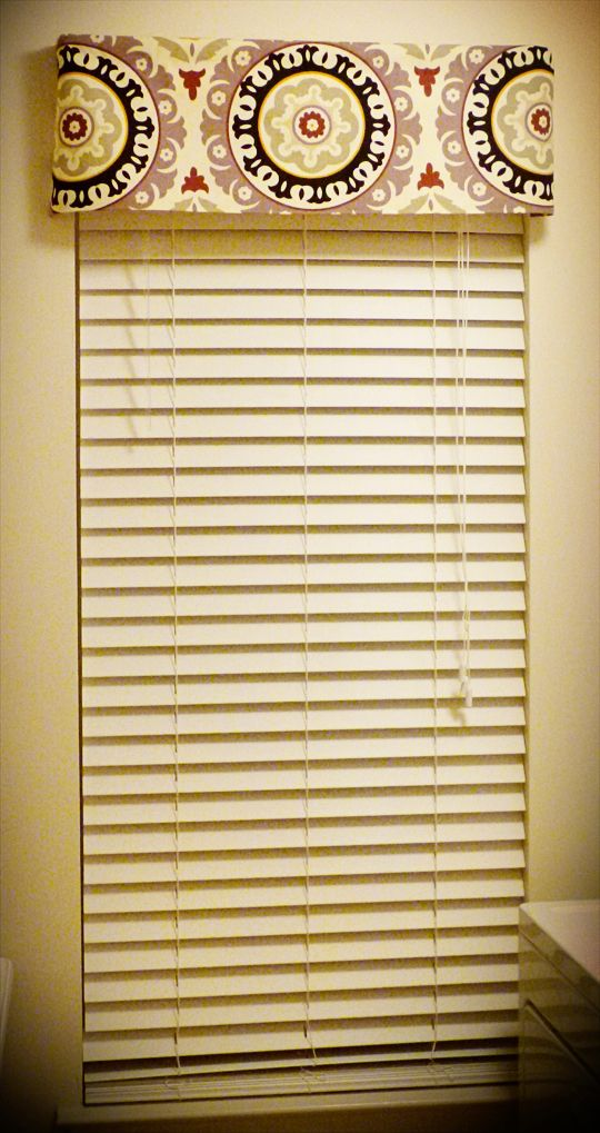 DIY No Sew Valance, using a plain white metal curtain rod and Heat 'N Bond from a craft store.
