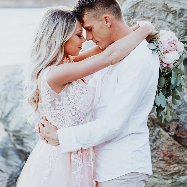 Marriage is an ongoing & vivid illustration of what it costs to love an imperfect person unconditionally, just as Christ has loved us.  .  .  .  📸: @honestimagephotography #photography #couplesphotography #couplesphotoshoot #beautifulcouples #photographyposes #photographyideas #blushdress #blondehair #balayage #peonies #bouquet #weddingbouquet #inspo #styledshoot
