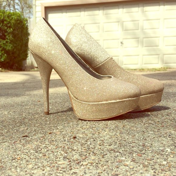 Sparkly gold heels Gorgeous sparkly gold heels Shoes Heels