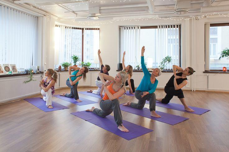 Om Yoga -koulu Katso Om Yoga -koulun erityisohjelmat Rakas Tampere -tapahtuman päivinä! Mielenrauhaa, tasapainoa ja rentoutta – jooga toimii! #jooga #omyoga #rentoutuminen #tampere #rakastampere